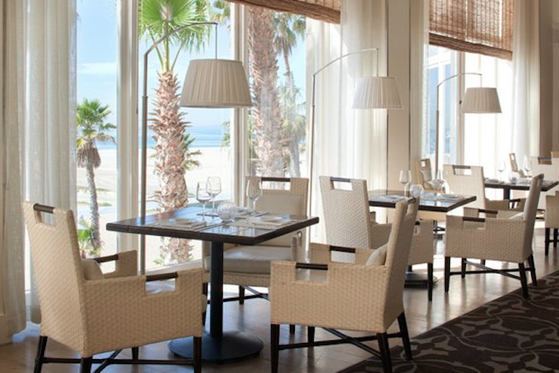 When In Santa Monica Dine With A View Just Take Look At Catch Restaurant S Ambiance And The Ocean Full Visibility Restaurants Dining Beachviews