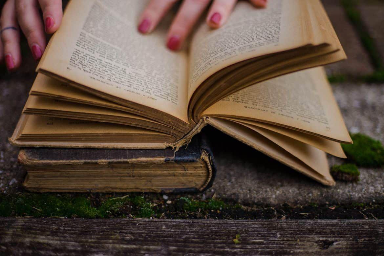 Best Psychology Books On Human Behavior Hooked To Books In 2020 Psychology Books Human Behavior Psychology Catholic Readings