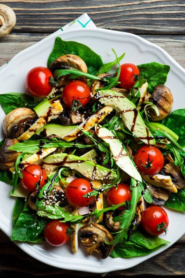 Avocado-Salat mit wahrgenommenen Champignons – PRZEPISY – #AvocadoSalat #Champigno …  – Avocado Ideen