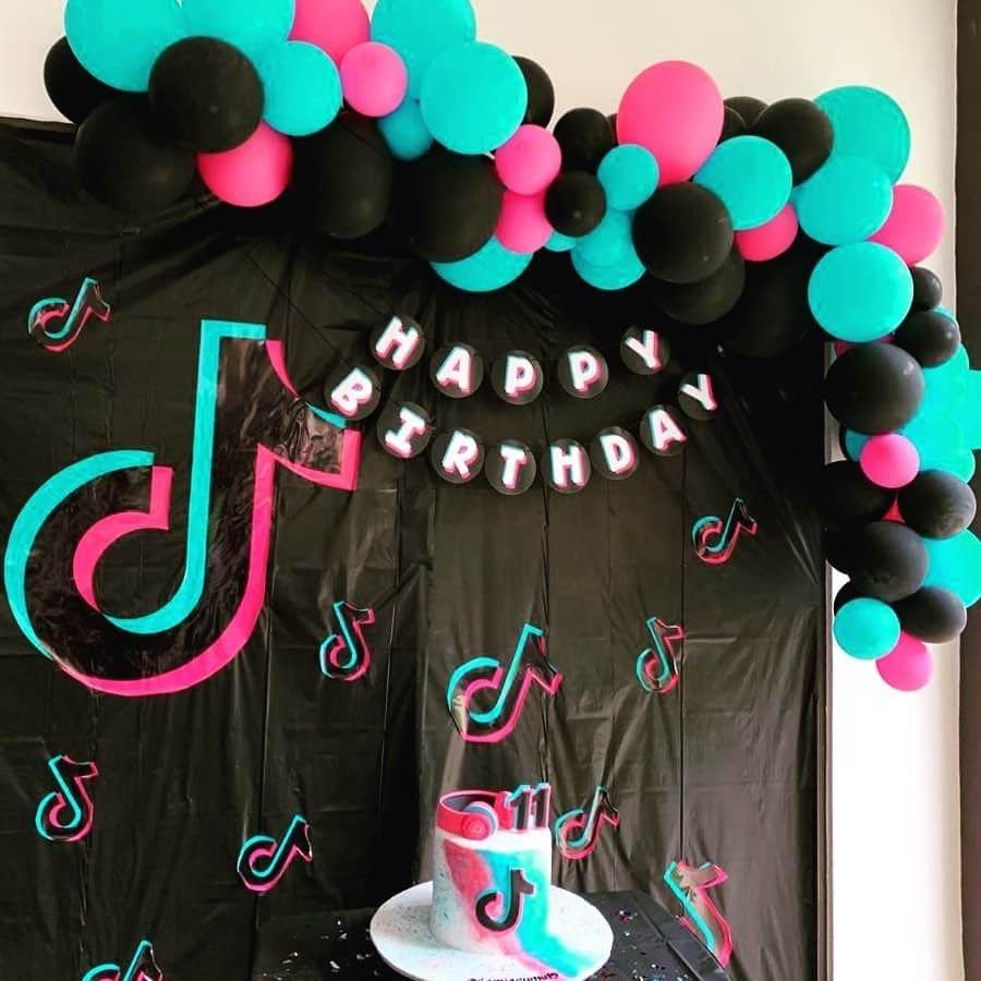 Pin By Mirian Sanchez Mancinas On Tik Tok Party Birthday Party For Teens Teenage Birthday Party Robot Birthday Party