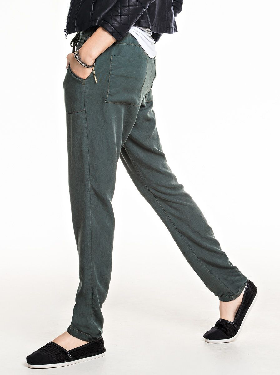 Calças moda feminina na Hering