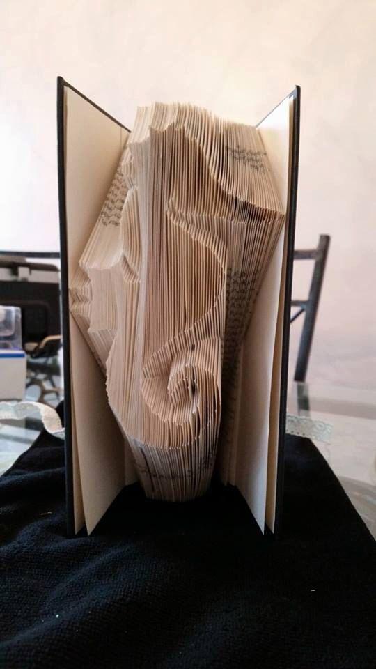 Seahorse Book Folding Pattern (229 folds) by CraftyHana on Etsy https://www.etsy.com/listing/212033296/seahorse-book-folding-pattern-229-folds