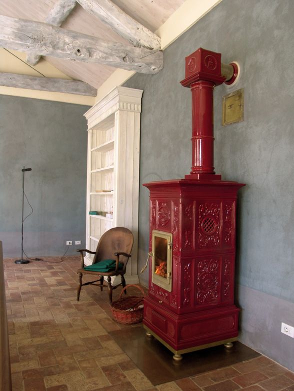 die klassischen kachelofen von castellamonte sind echte blickfanger, red stove made in castellamonte, italy | living room in 2018, Ideen entwickeln