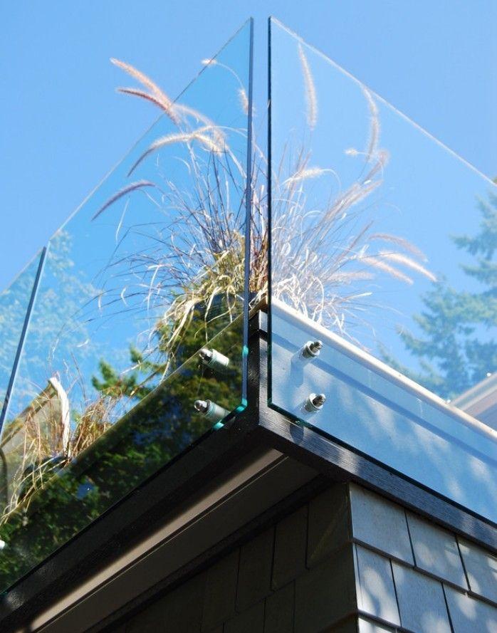 balkongel nder ideen glas rahmenlos detail ziergraser deko balkon und loggia. Black Bedroom Furniture Sets. Home Design Ideas