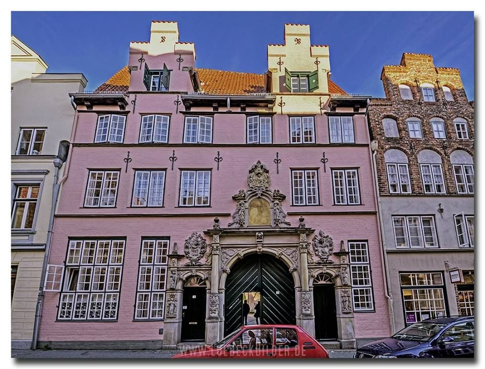 Lübeck. Eingangsgebäude zum Füchtingshof in der