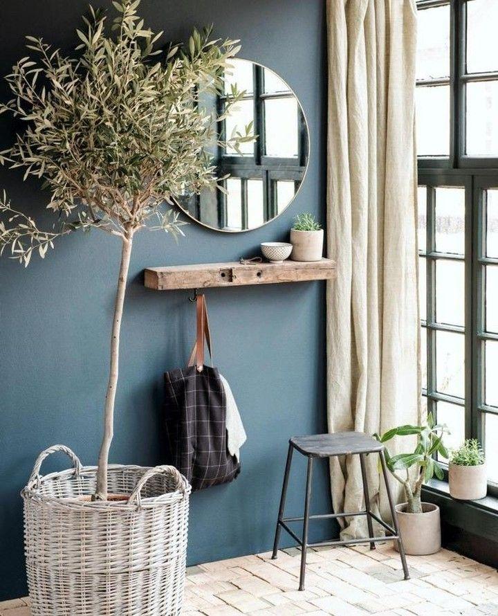 Hoe mooi is deze kleur op de muur?!💙 Blauw was het afgelopen jaar een populaire kleur in het interieur.  Logisch, want je kan verschillende…