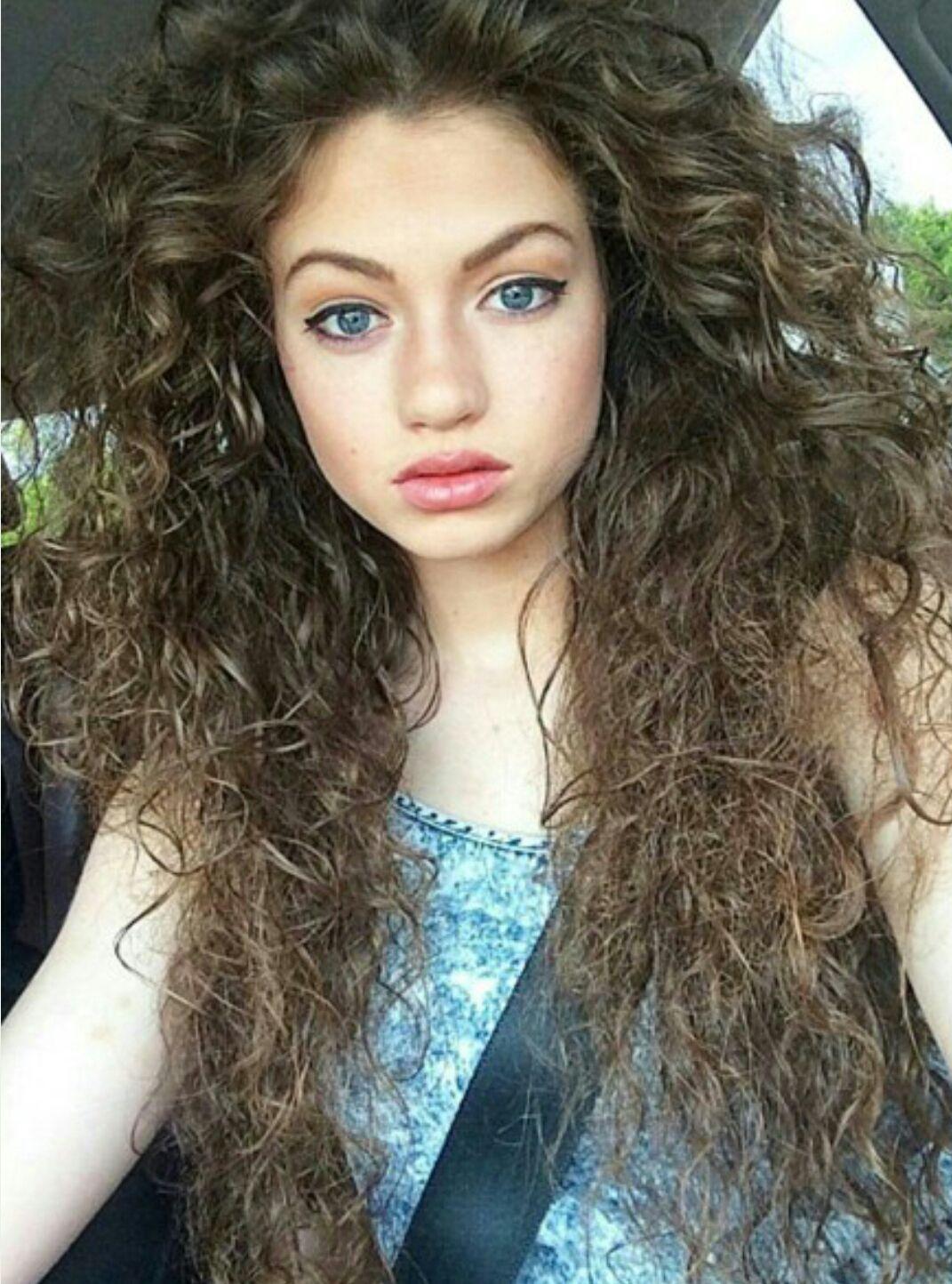 Großer Arsch Latina Lockiges Haar