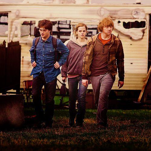 Ze Moeten Een Lange Reis Maken Maar Weten Niet Waar Te Schuilen Voldemort S Onderdanen Zitten Overal Harry Potter Movies Harry Potter Harry Potter Universal