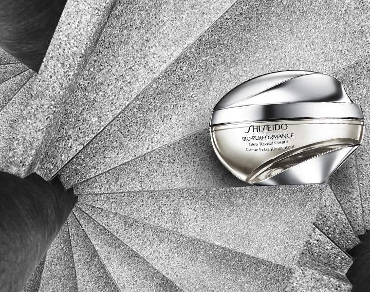 Glow Revival Cream: applicata mattina e sera con leggeri movimenti ascendenti riduce aspetto spento e discromie!  http://www.shiseido.it/bio-performance-glow-revival/