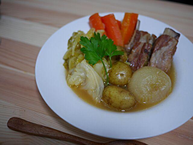 こんな寒い日はあったかいものを。時間はかかるけど、ひたすら煮るだけなのでとても簡単です。 - 6件のもぐもぐ - 丸ごと野菜とスペアリブのポトフ by tak21