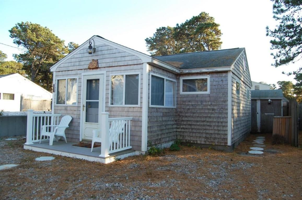 This Is A Little Cape Cod Cottage That S Just 5 Minute Walk To Glendon Beach It Curly Listed For In Dennis Machusetts