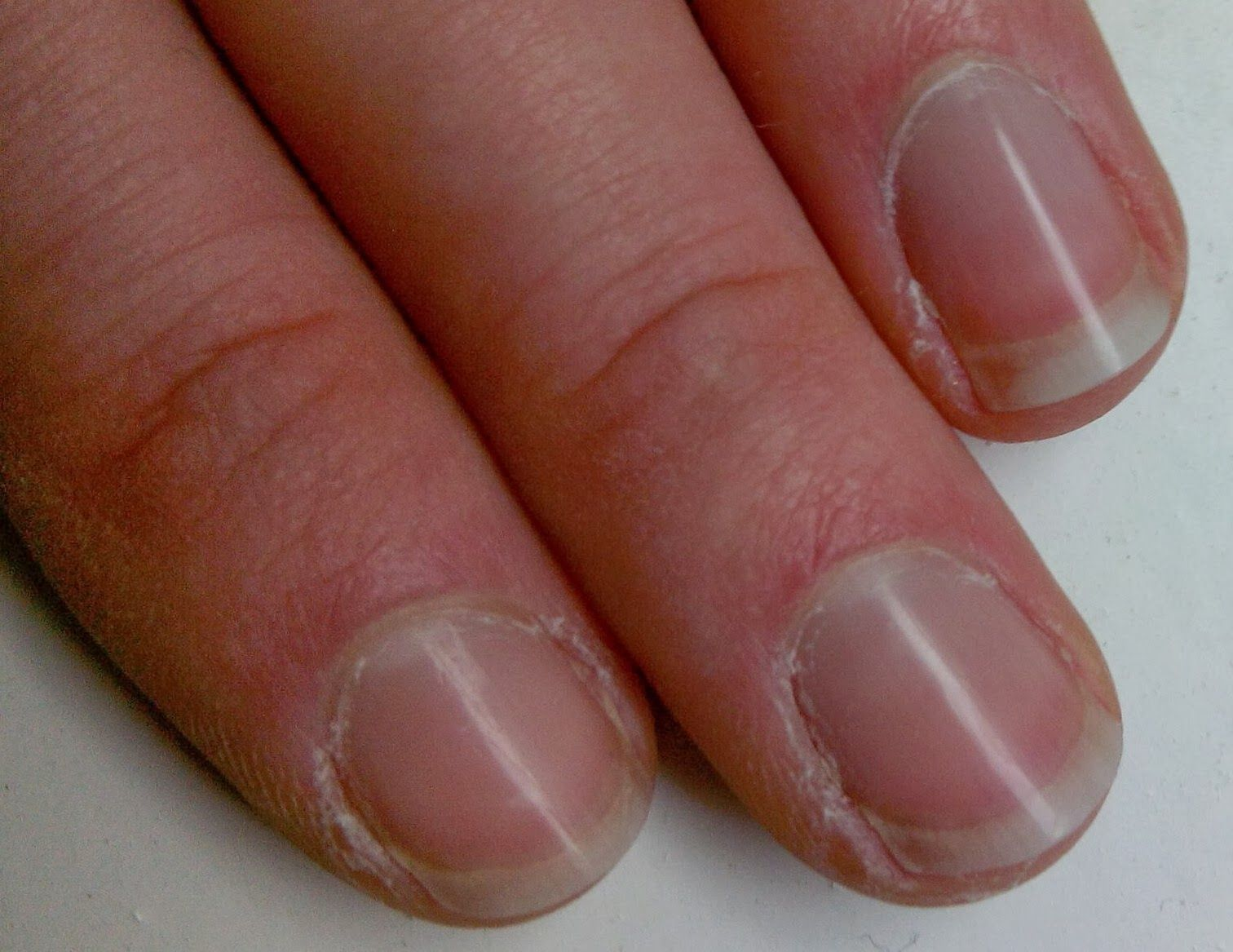 Thriving in Belgium with a Paleo Lifestyle: Take care of your nails {shine them!}