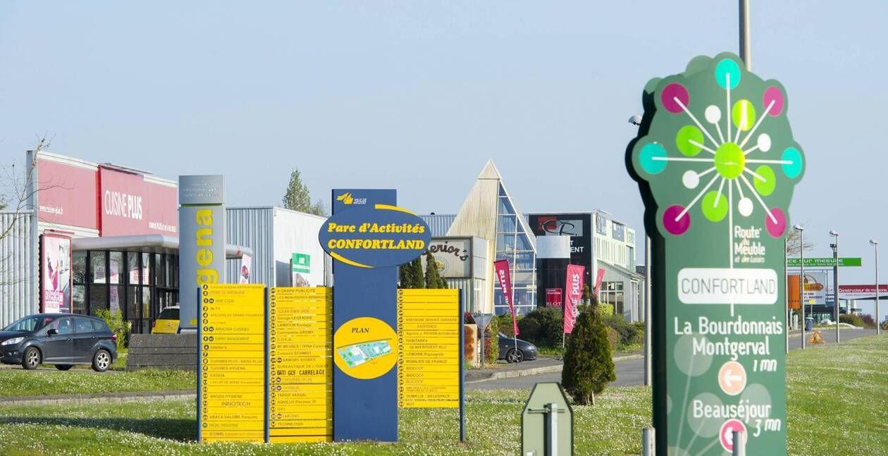 Pres De Rennes La Route Du Meuble Tape Du Poing Pour La Nouvelle Annee Ouest France En 2020 Ouest France Rennes Nouvelle Annee