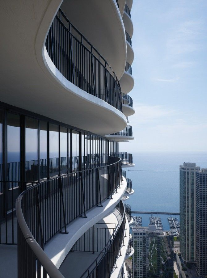 sensuous balconies! Aqua Tower / Studio Gang Architects
