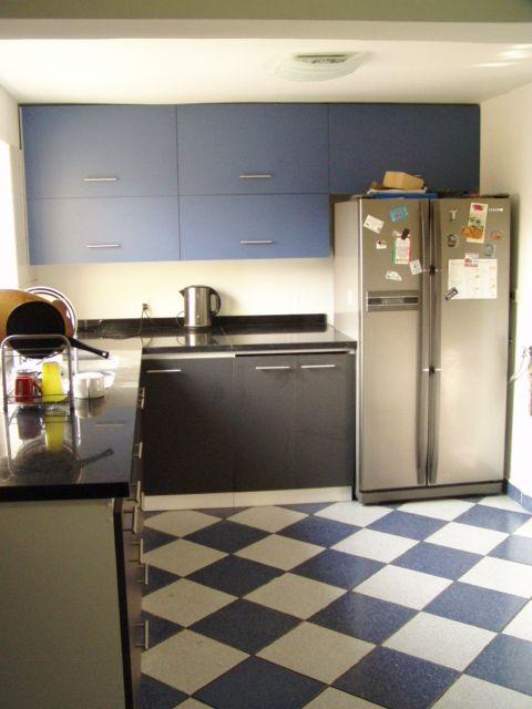 Vista general de remodelación de cocina Cocina Azul y Blanco - remodelacion de cocinas