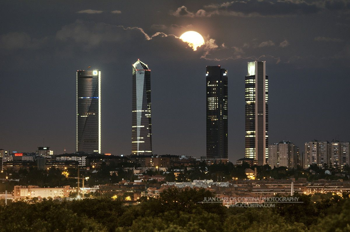 Madrid CTBA Full Moon by Juan Carlos Cortina  on 500px