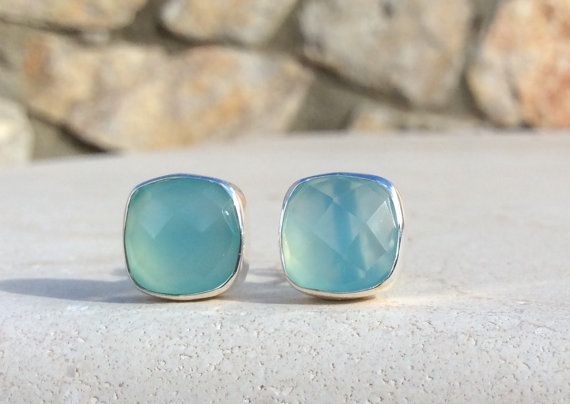 Blauwe kwarts hengsten kussen-Cut Stud Earrings door LavantaBay