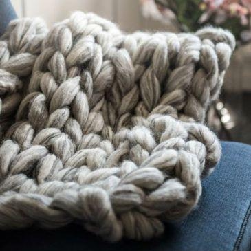 arm strikket tæppe