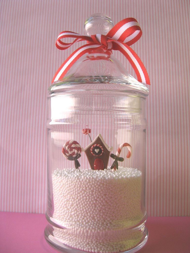 Flippin\' adorable miniature gingerbread house snow globe effect ...
