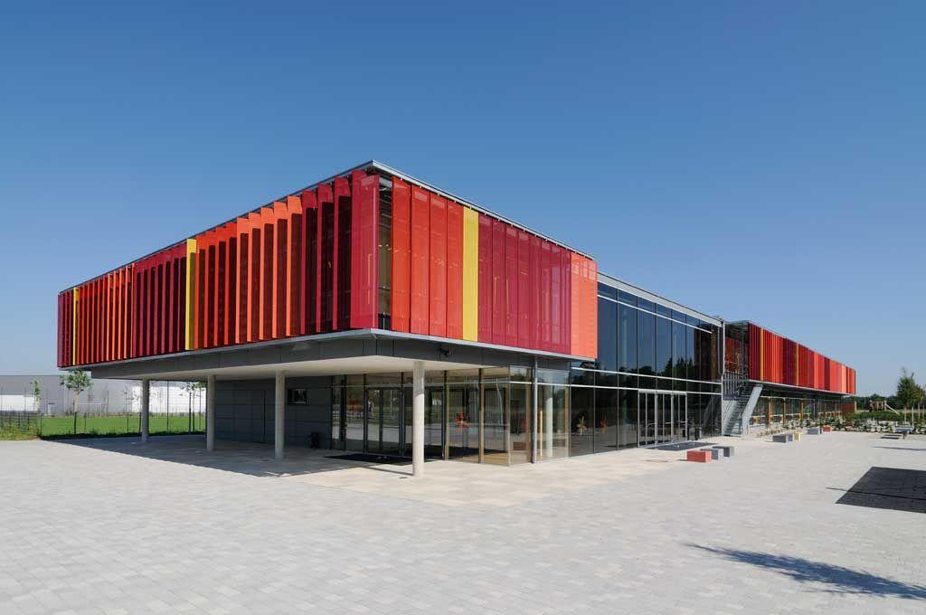 Glasfassade bunt  Bunte Sonnenschutz Lamellen an Schulfassade | Ideen rund ums Haus ...