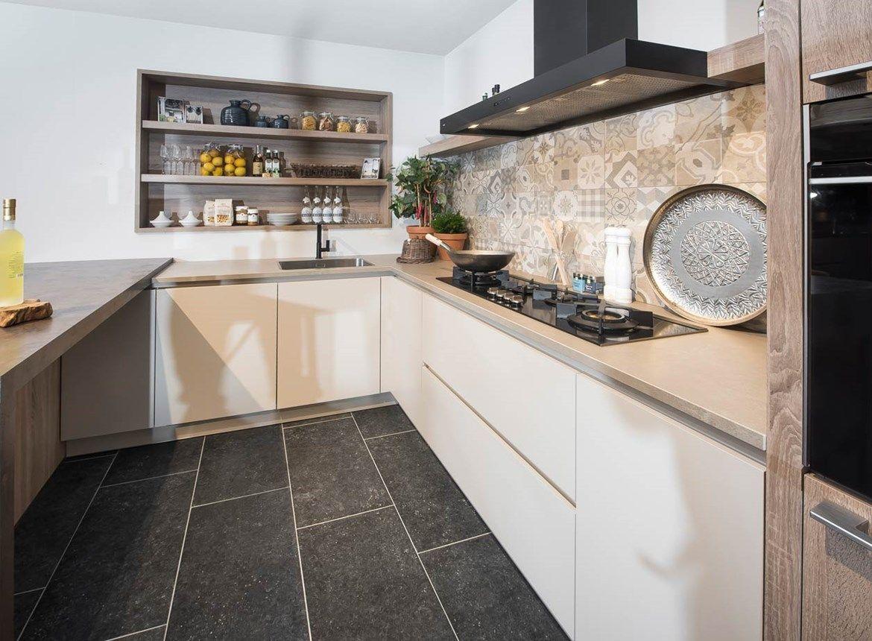 Kastenwand Keuken Moderne : Hoogglans keuken kast moderne witte keukens u artsmediafo