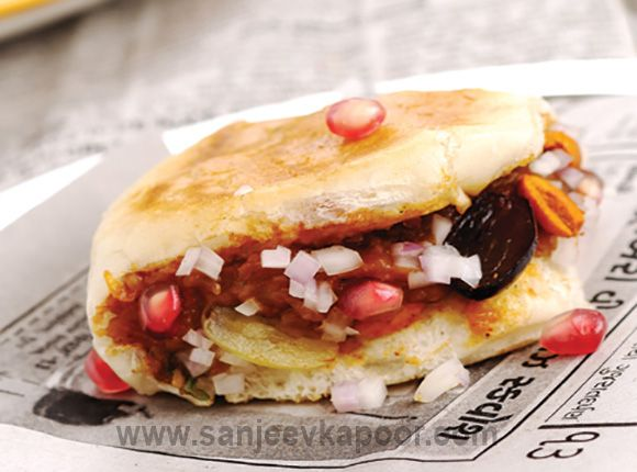 Dabeli street style food spiced mashed potatoes with a bunch of food forumfinder Gallery