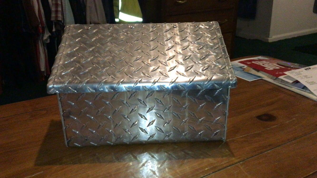 Aluminum tread plate mailbox