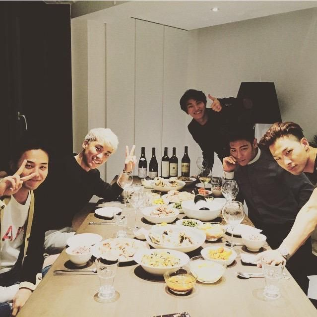 It's so heartwarming to see them having a dinner altogether.