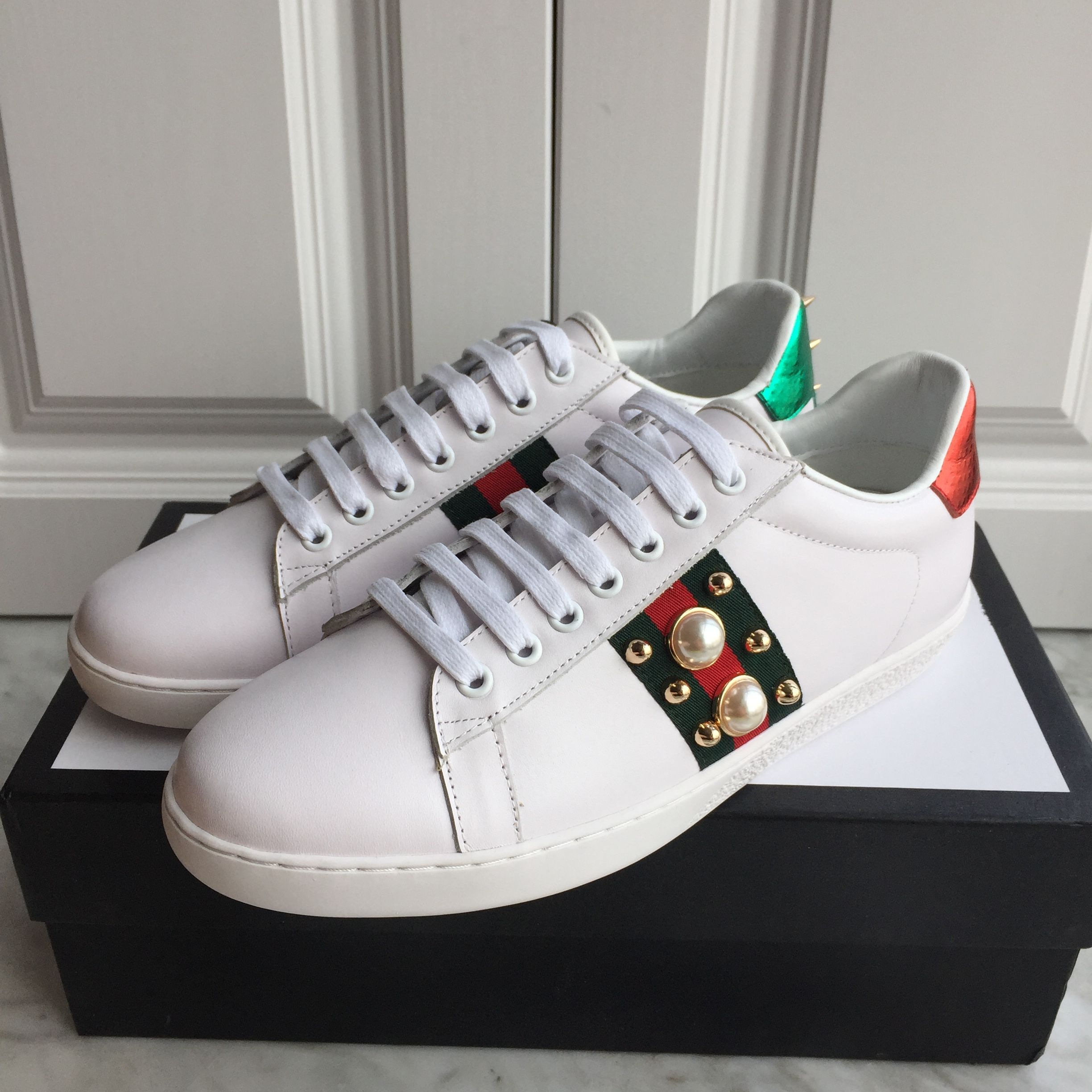 fb7ca19fb0f2c Gucci unisex woman man white shoes leather sneakers pearl   studs design