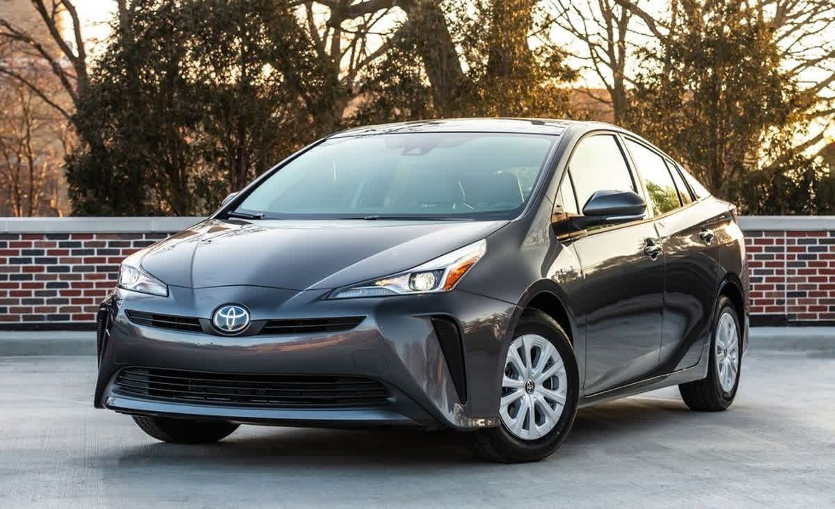 Under The Toyota Prius S Hood Is A Lively 1 8 Liter Internal