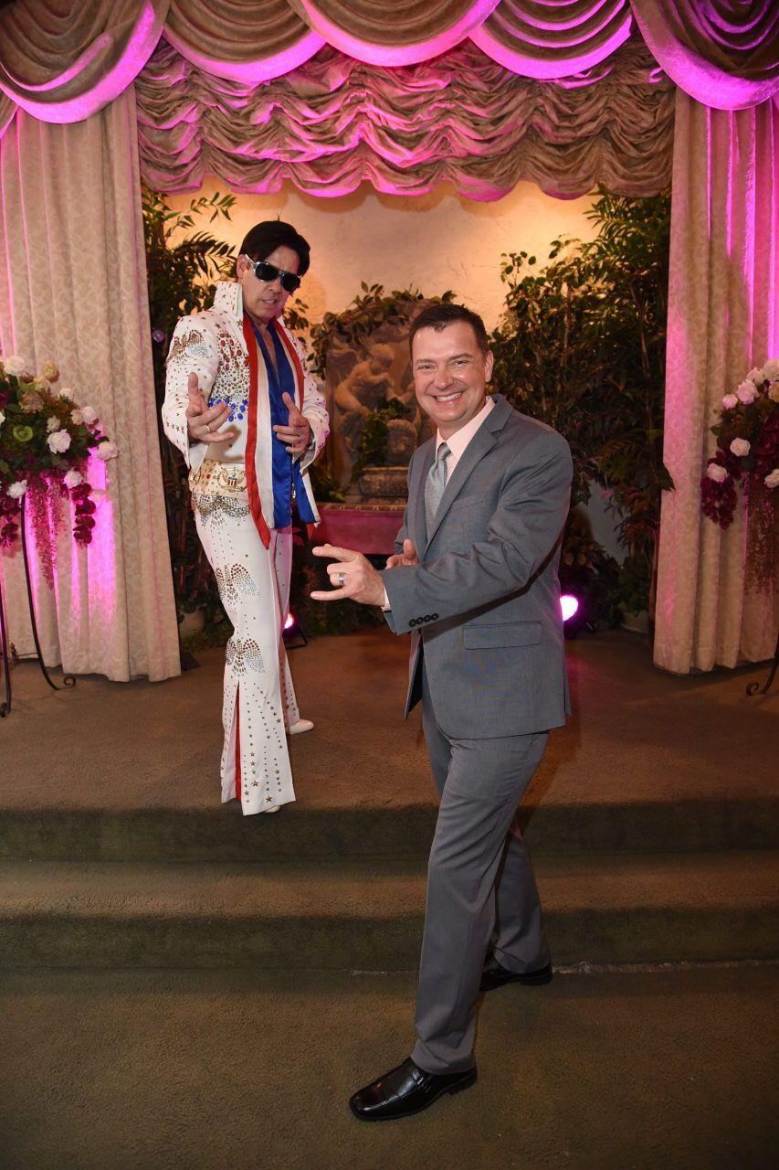 Cheesy Vegas Wedding In 2020 Elvis Wedding Las Vegas Weddings Vegas Wedding