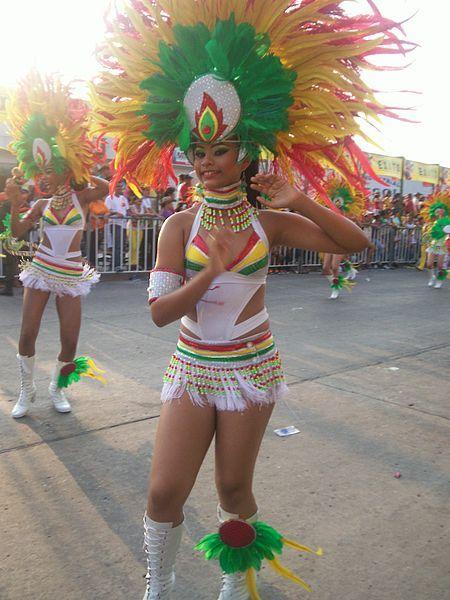 El rumbón normalista, un grupo presentado durante el desfile de fantasía.