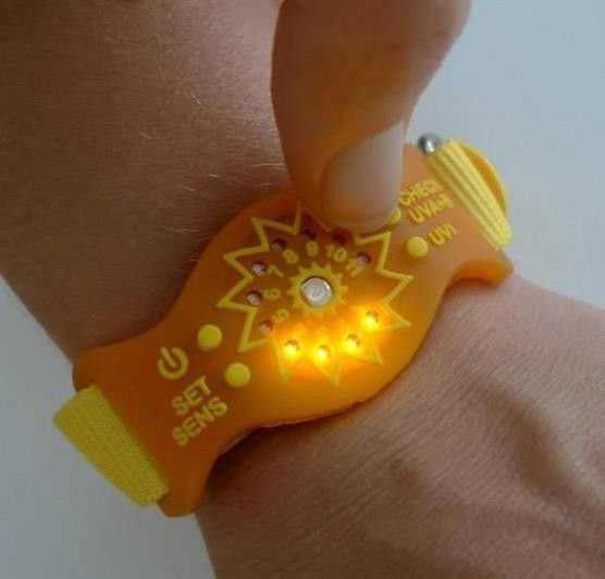 Sunfriend UV wristband encourages healthy sun exposure without sunscreen. The UVA+B Sunfriend features LED…