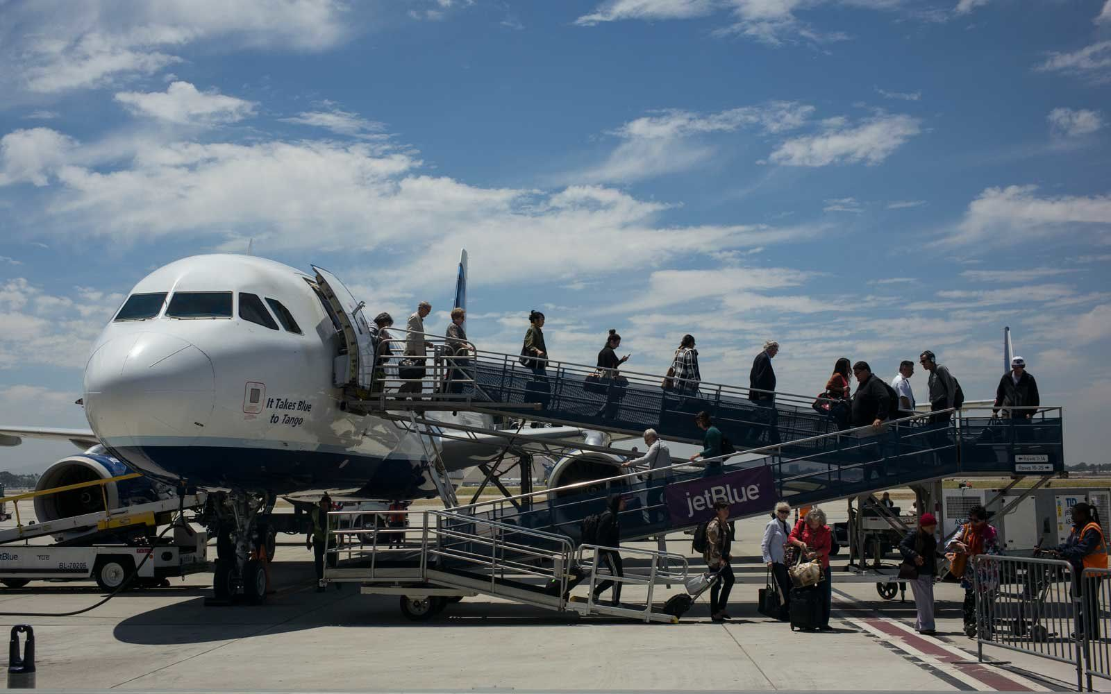JetBlue Is Begrudgingly Adding Basic Economy Tickets | Air Travel ...