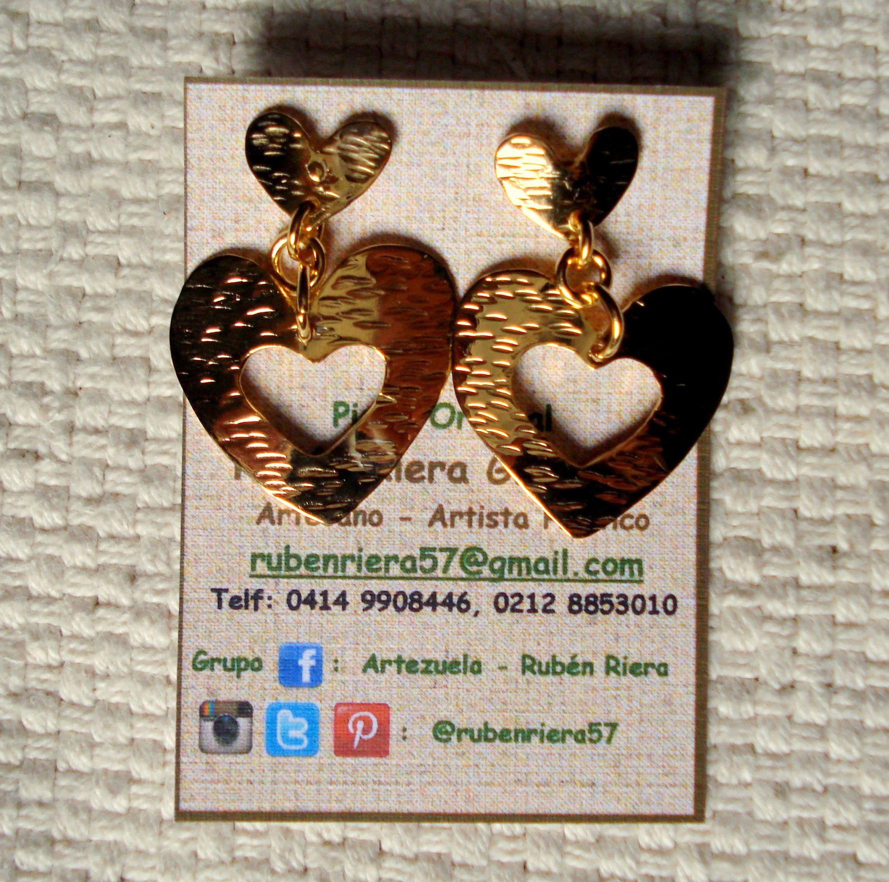 Zarcillos de Corazón, elaborado en cobre tallado bañado en oro. Rubén Riera - Otras piezas en: www.facebook.com/...