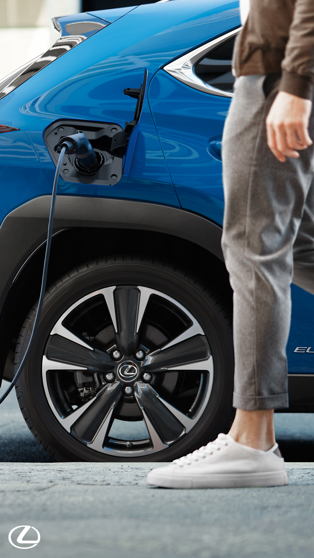 Accelerate 0-62mph in 7.5 seconds while producing CO2 emissions of 0g/km as you drive with the new Lexus UX 300e. Click to find out more. #Lexus #LexusUX #UX300e #ElectricCars #NewCars #Electric #LuxuryCars #SUV #LuxurySUV #FamilySUV