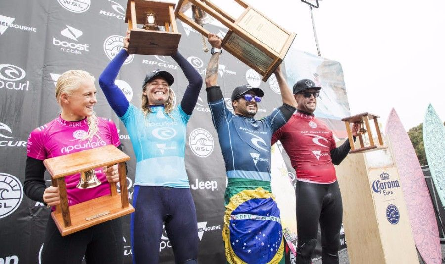 World Surf League Rip Curl Pro Bells Beach Women S Final Italo Ferreira Stephanie Gilmore Win