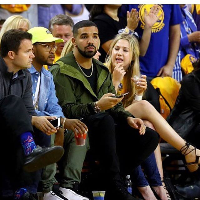 Papi Drake was spotted court side Game 5 of the NBA Finals! With him seemingly being Team Lebron and Team Curry it's hard to know who he was even rooting for. Thoughts? #Drake #PapiDrake #Drizzy #DrizzyDrake #YMCMB #AubreyGraham #OVO #VIEWS #ViewsFromThe6 #6God #Aubrey #Winning #Summer16 #OVOXO #NBA #Finals #Game5 #Cavaliers #Warriors #TeamLebron #TeamCurry #GroupieDrake #LightSkinKeithSweat #WheelchairJimmy ♿️ |📸: Ezra Shaw/Getty|