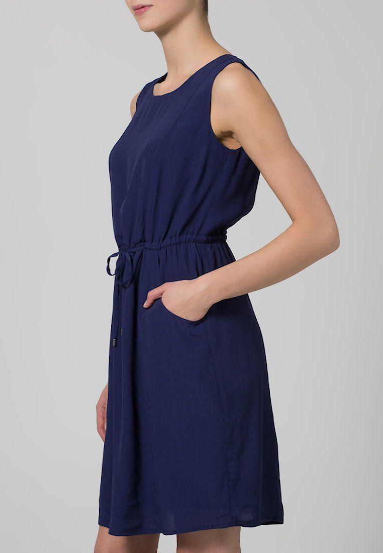 34a36fbd2 Este vestido básico azul marino de Mint Berry está en mi selección de  vestido para estas fechas. Ideal para ir a trabajar. Los vestidos son para  el verano