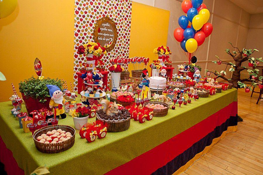 Blanca nieves pasteles snow white birthday disney for Mesas de dulces infantiles