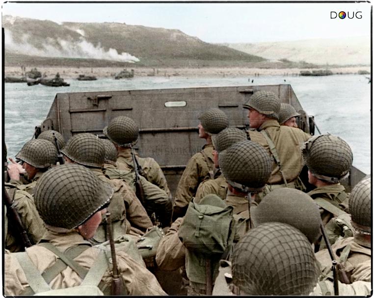 Nerviosos estos soldados de infanteria americana se acercan a su cita con el destino: El día D, desembarco en Normandia el 6 de junio de 1944.