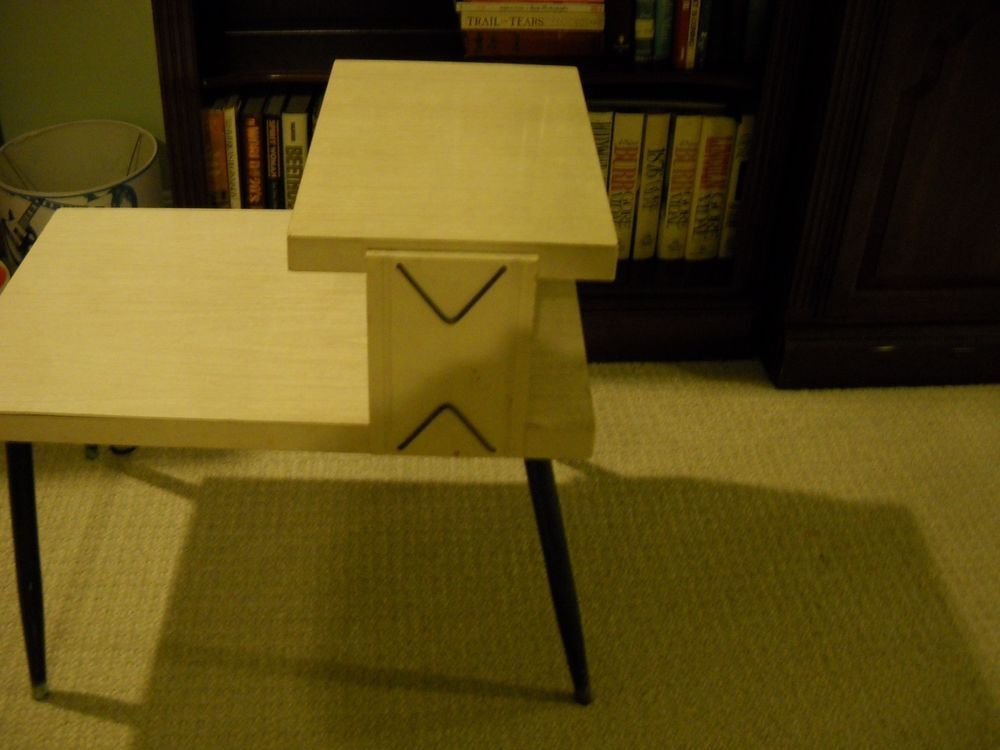 Vintage Mid Century Blonde Formica 2 Tier End Table/Side ...