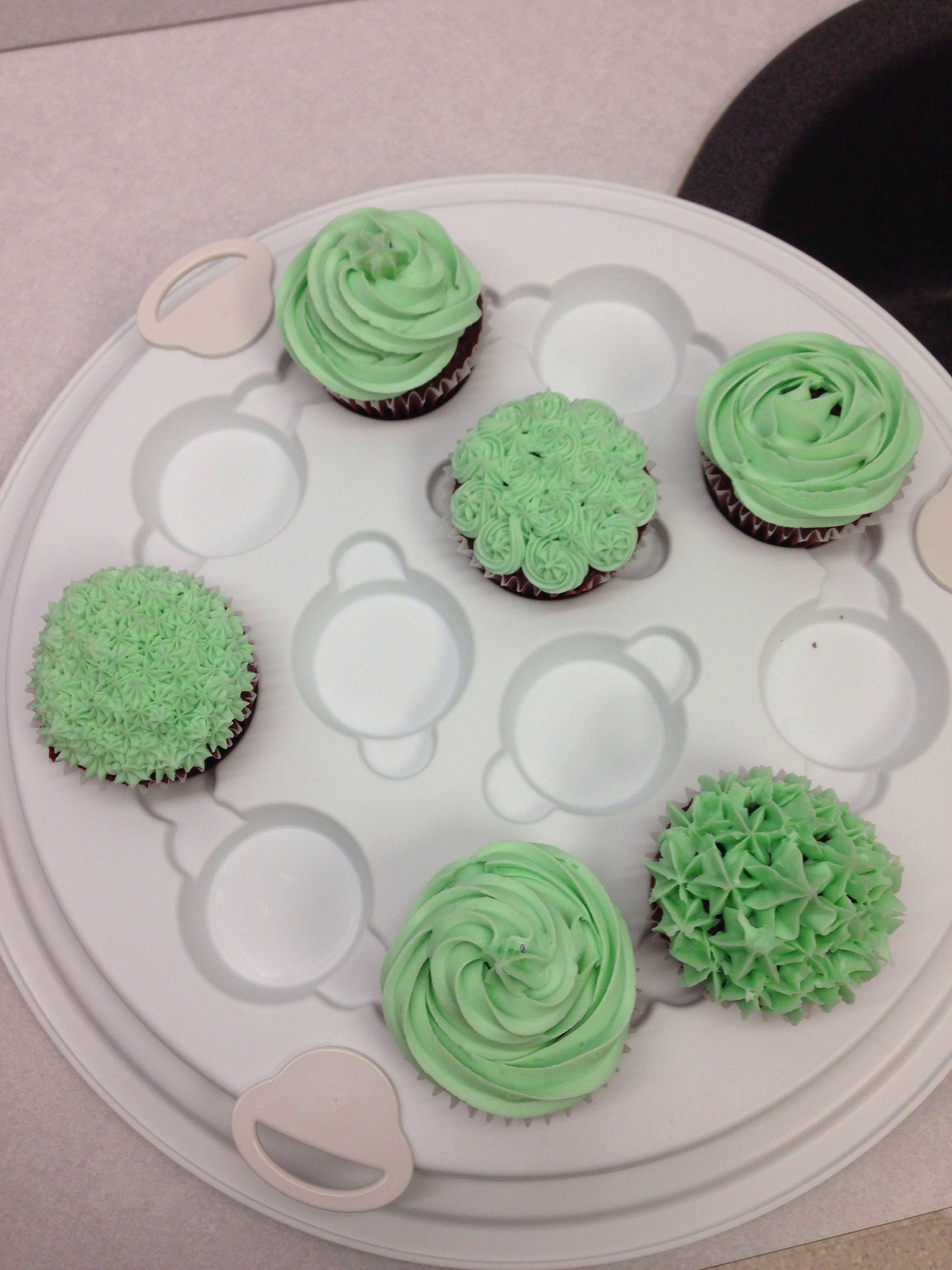 Learning the basics of cake decorating. Wilton course 1 ...