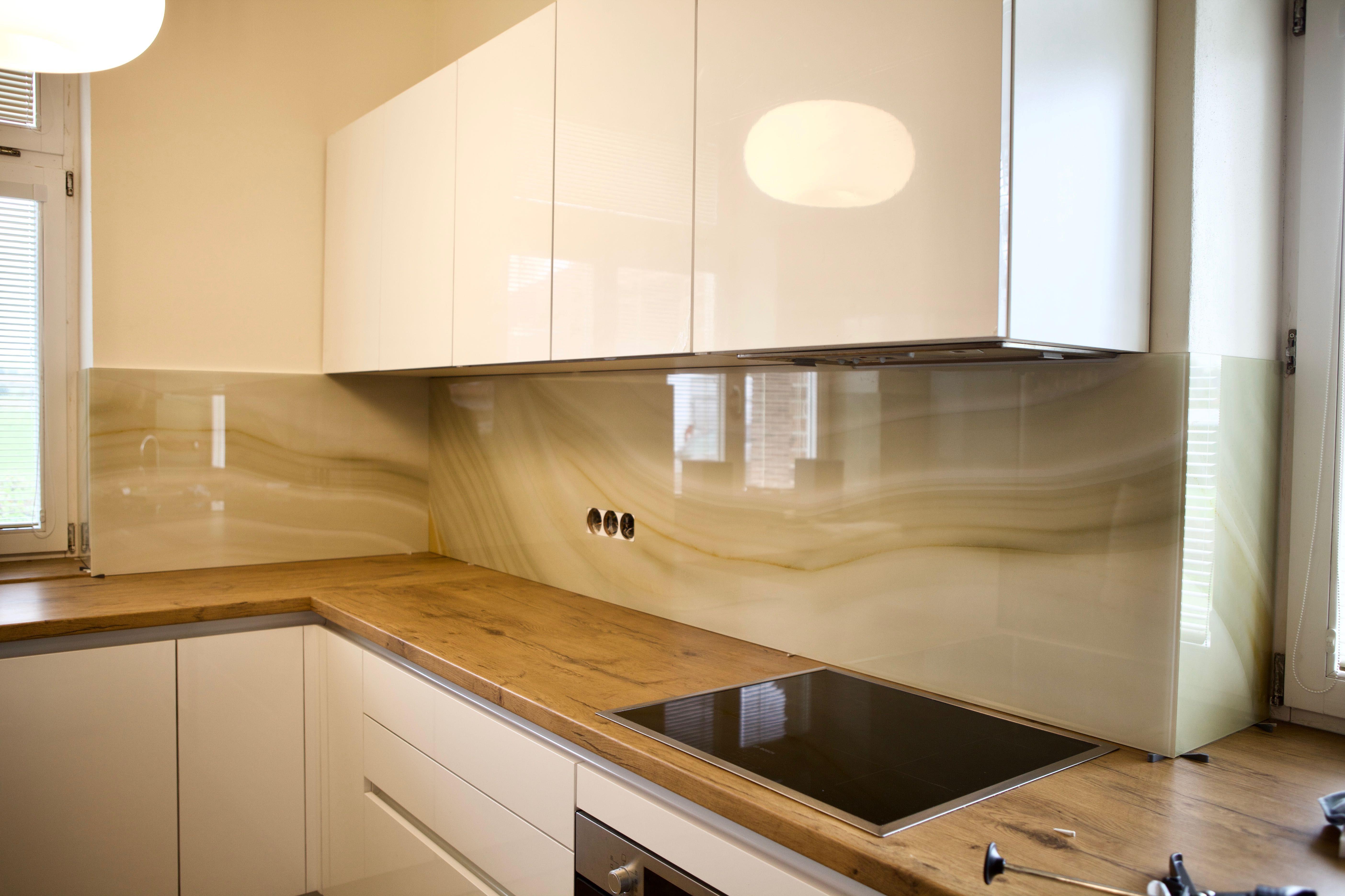 87ebfba223d51 Dizajnové kuchynské zásteny z kaleného skla. Na výber množstvo farieb,  dekorácií a grafických potlačí. Navrhnite si svoju zástenu podľa Vašich  predstáv!