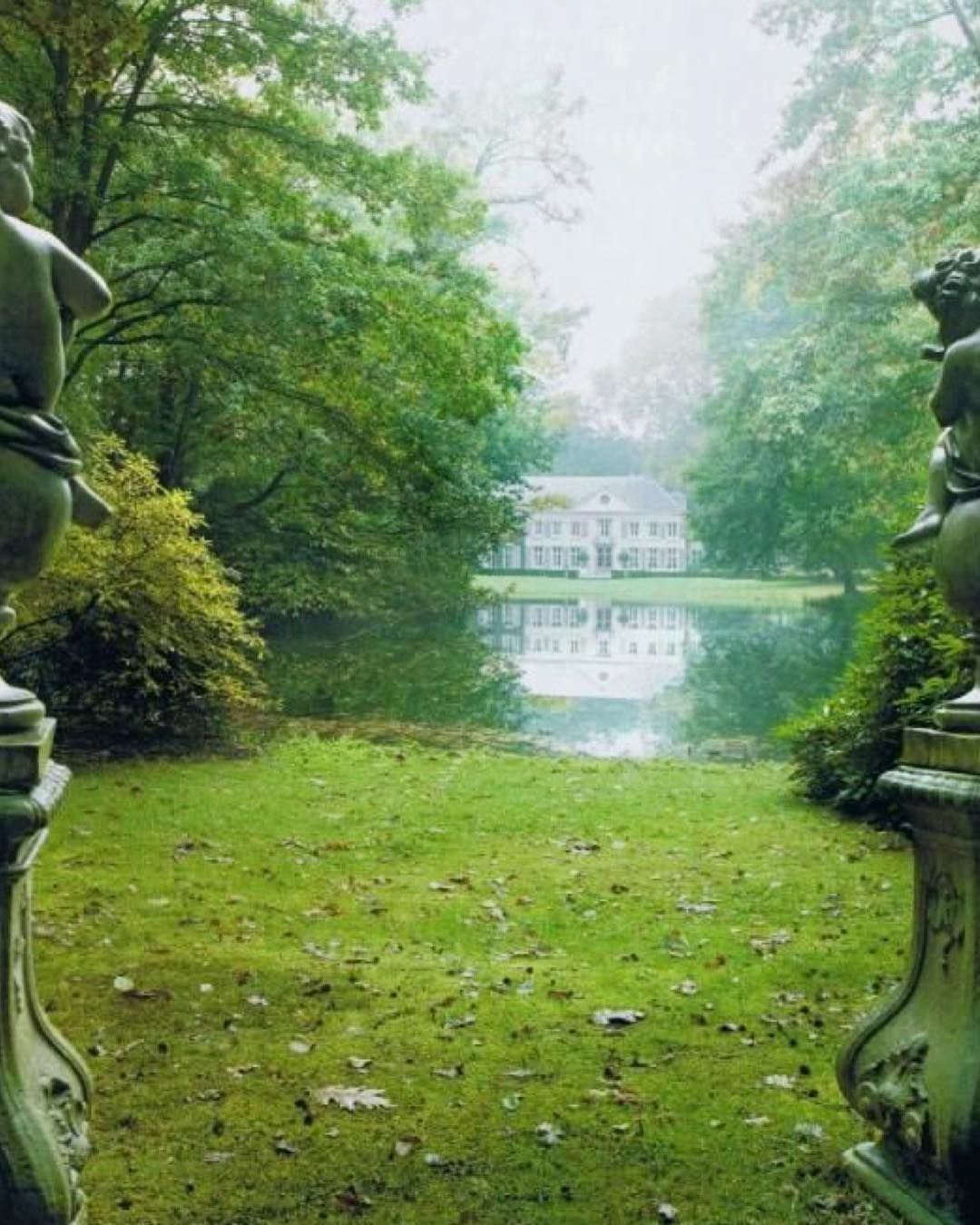 Villa Rozenhout 18th Century Gentleman S Residence Wavre Saint Catherine North Of Brussels Belgium A Glorious Misty View Across A Lake Is Framed By Baroque Avec Images