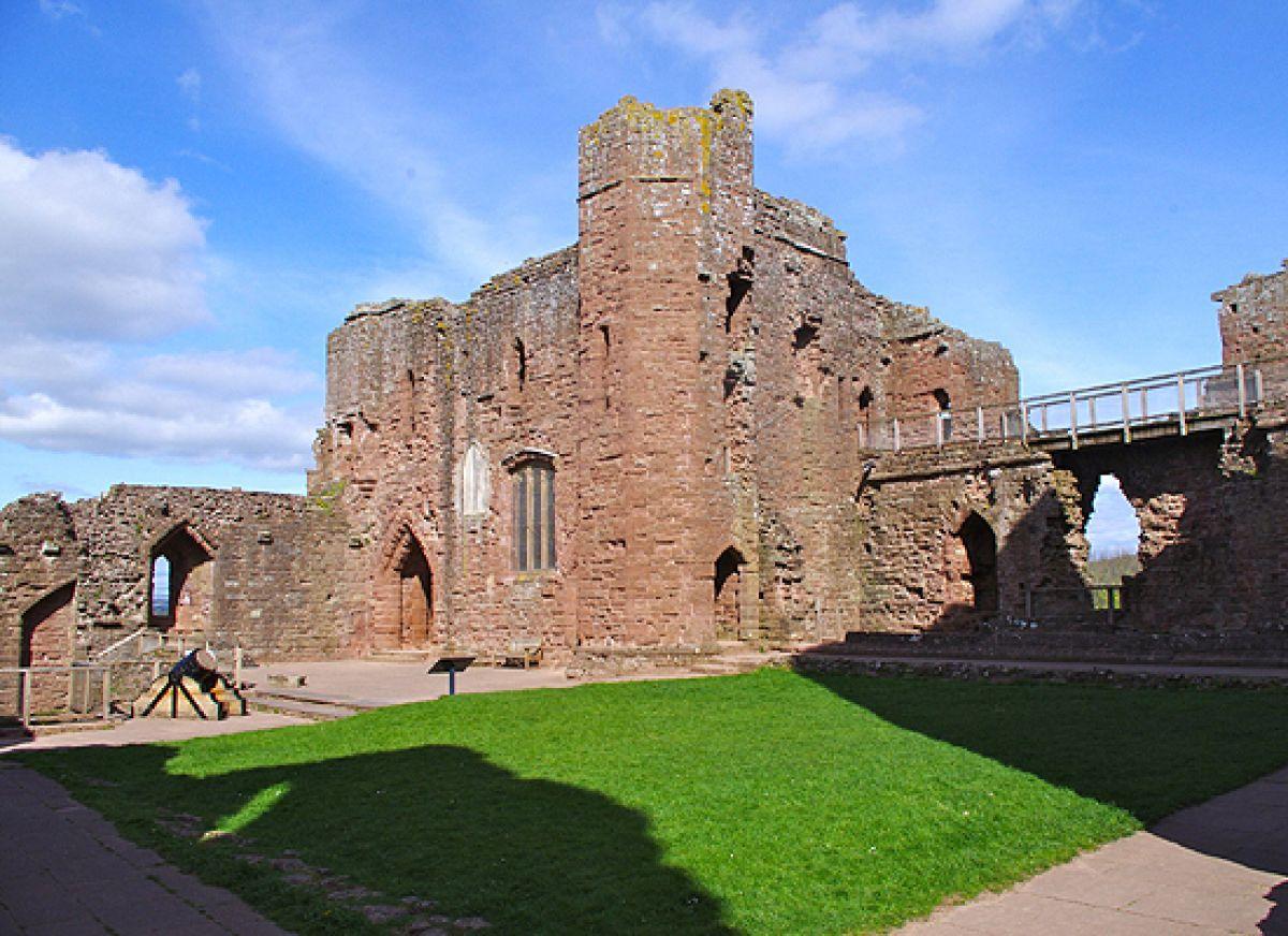 Goodrich Castle In Ross On Wye Hrady Zamek