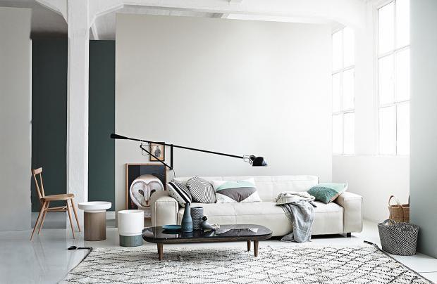 Bilder im Wohnzimmer niedriger hängen Schöner wohnen