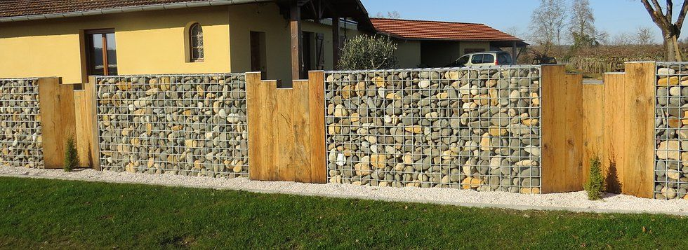 cloture gabion palissade de bois beau mais on ne peut pas enti rement sur notre terrain. Black Bedroom Furniture Sets. Home Design Ideas