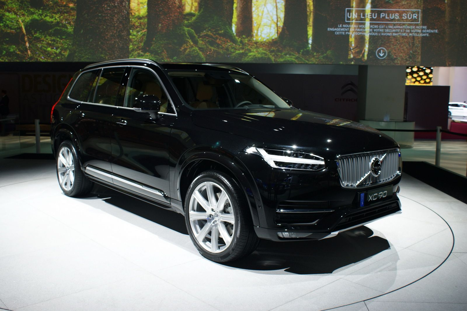 Check out the New Volvo XC90 in All its Glory at Paris Auto Show