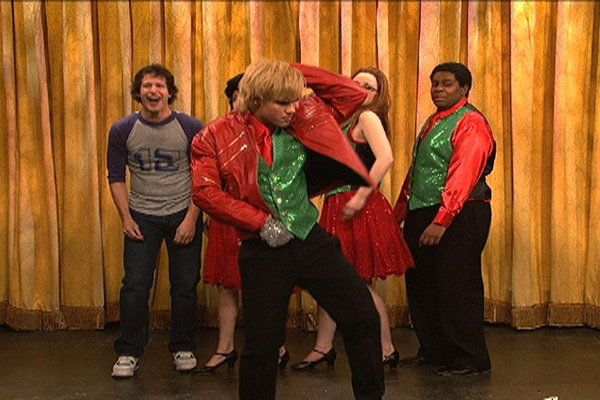 Taylor Lautner\u0027s SNL Christmas skit Toooo funny!!! Saturday Night